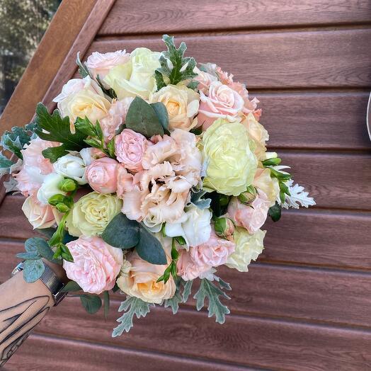 Свадебный букет из пионовидных роз