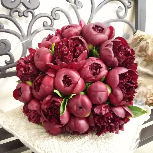 Букет из 17 красных пионов: букеты цветов на заказ Flowwow