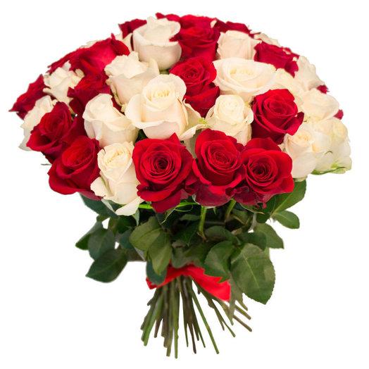 Букет 55 алых и белых роз: букеты цветов на заказ Flowwow