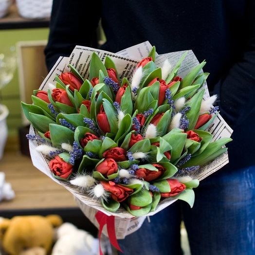 Букет из тюльпанов и сухоцветов Мэги: букеты цветов на заказ Flowwow