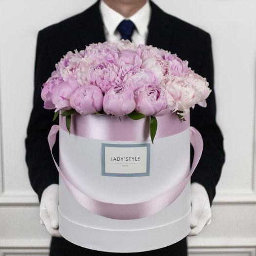 Французские пионы Sarah Bernhardt в шляпной коробке XL: букеты цветов на заказ Flowwow