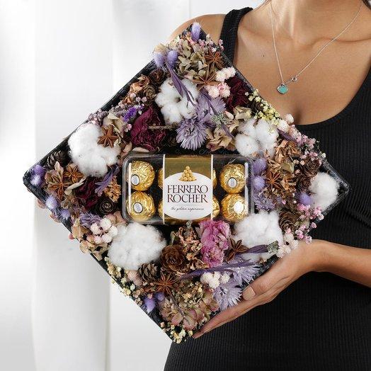 Коробка из хлопка, гортензии и сухоцветов с конфетами Ферреро Роше: букеты цветов на заказ Flowwow