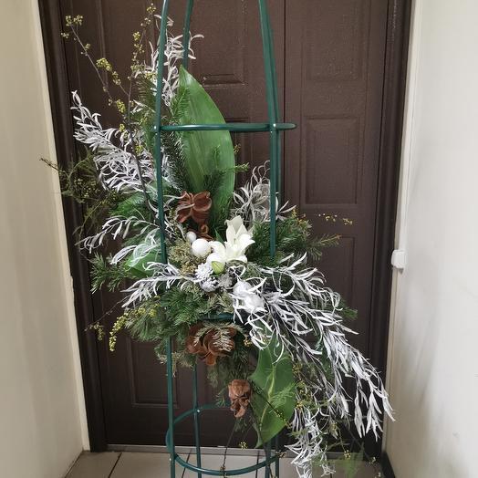 Зимняя воздушная композиция из живых растений от Floristic World: букеты цветов на заказ Flowwow
