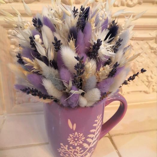 Букет в кружке из сухоцветов: букеты цветов на заказ Flowwow