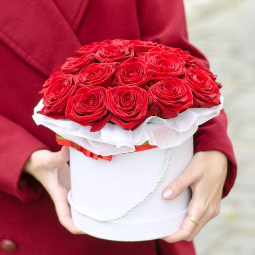 Коробка красная классика: букеты цветов на заказ Flowwow