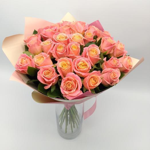 Букет из 25 роз кораллового цвета