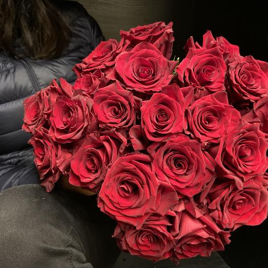 Моно букет из красных роз: букеты цветов на заказ Flowwow