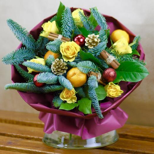Желтые розы и мандарины в зимнем стиле: букеты цветов на заказ Flowwow