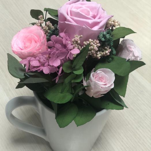 Композиция из стабилизированных розовых роз