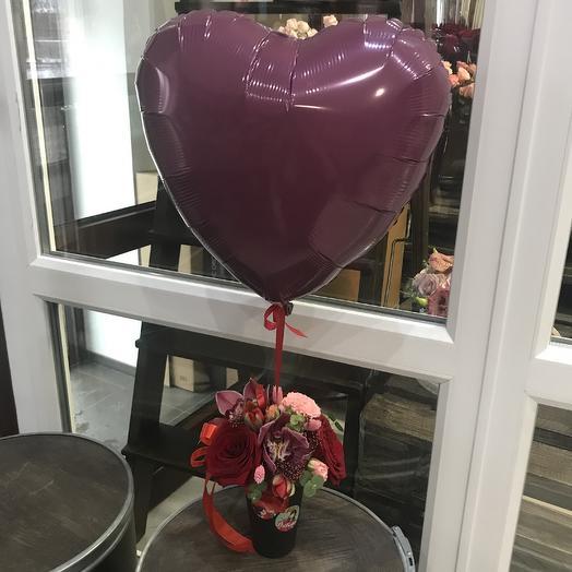 Цветочный комплимент и шар сердце: букеты цветов на заказ Flowwow