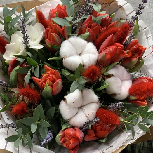 Букет «Моей родной» с хлопком и тюльпанами