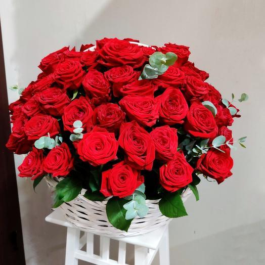 Композиция 41  101 роза в корзине