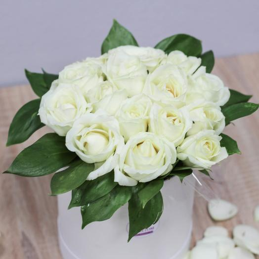 Box of 15 white roses