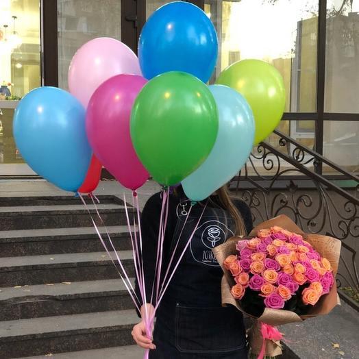 Комбо набор букет из 51 розы и связка разноцветных шаров