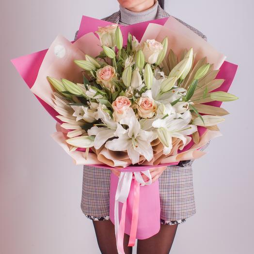 """Букет с розами и лилией """"Ароматы любви"""""""