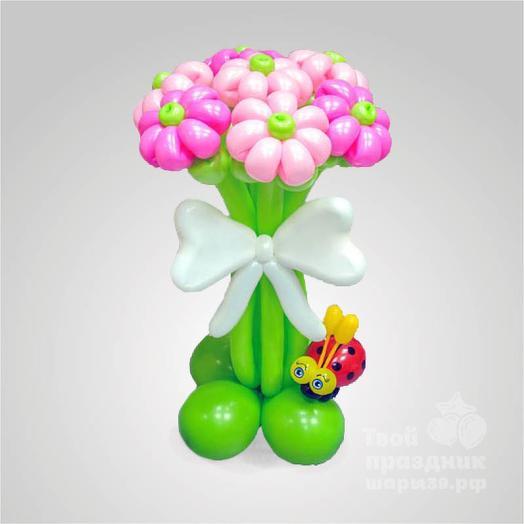 Букет из 7 цветков с симпатичной божьей коровкой и белым бантом