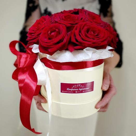 11 роз в кремовой коробке