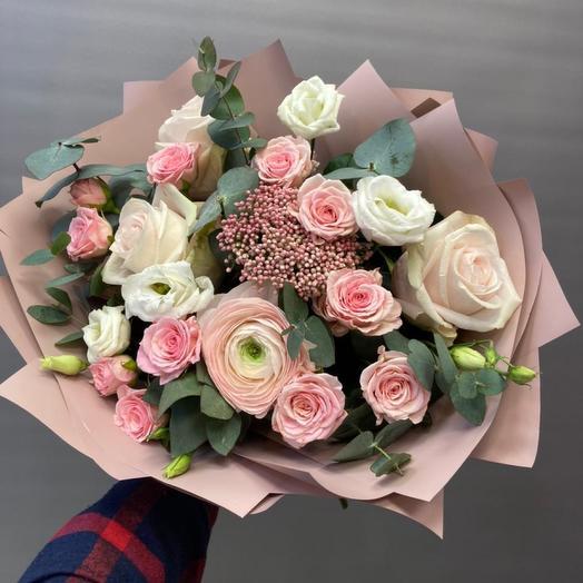 Букет с ранункулюсом и розами