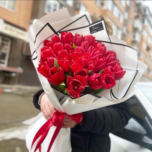Букет красных тюльпанов 35 шт
