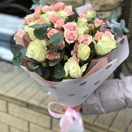 Букет микс из 19 роз с оформлением