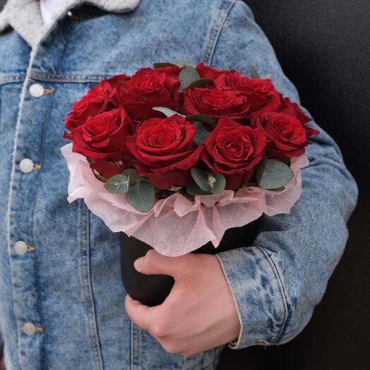 Коробка из 15 алых роз