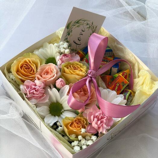 Коробка «love is»