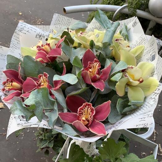 Букет 11 обворожительных орхидей «Микс любви»