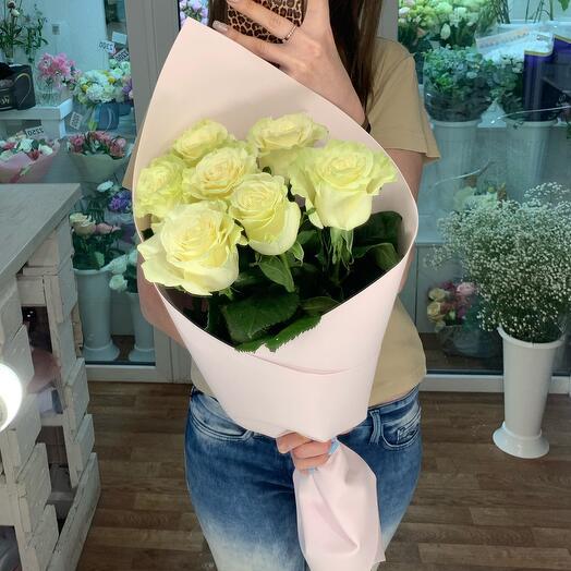 Кулёк из классических белых роз