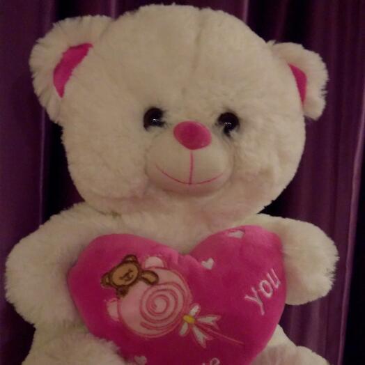 Белый мишка с розовым сердцем