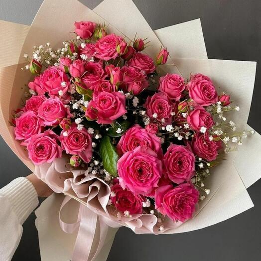 Букет из кустовых роз и гипсафилы
