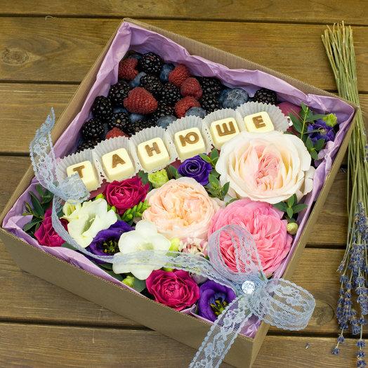 """Композиция с цветами и шоколадом """"Танюше"""""""