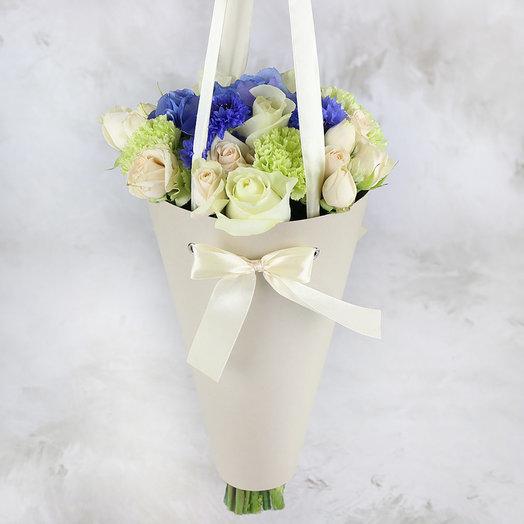 Букет из гортензии и васильков в конусе: букеты цветов на заказ Flowwow