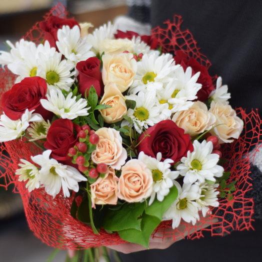 Букет из роз Фридом, кустовых роз и хризантем: букеты цветов на заказ Flowwow