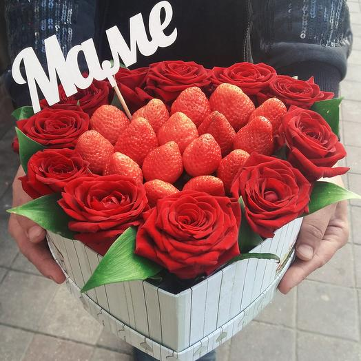 Клубничный подарок для Мамы: букеты цветов на заказ Flowwow