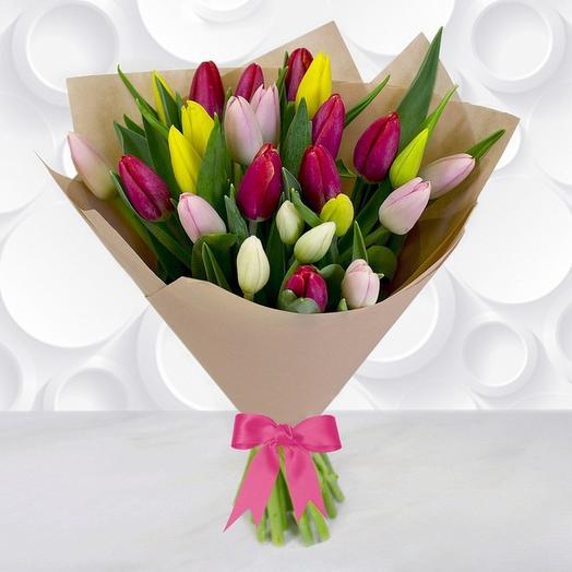 25 тюльпанов МИКС в крафте/фетре: букеты цветов на заказ Flowwow