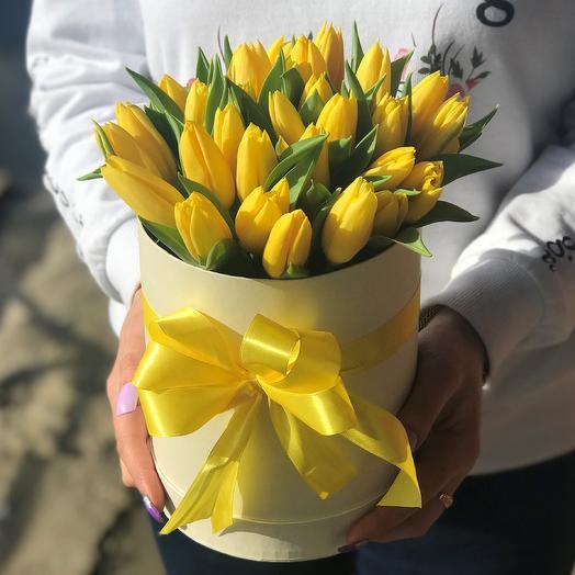 Коробки с цветами. Тюльпаны N363: букеты цветов на заказ Flowwow
