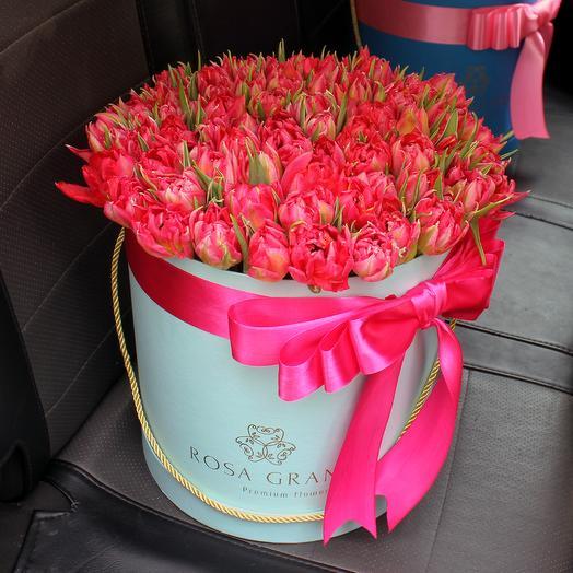 До 99 голландских пионовидных тюльпанов в шляпной коробке: букеты цветов на заказ Flowwow
