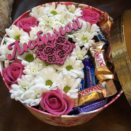 Коробочка с цветами и конфетами: букеты цветов на заказ Flowwow