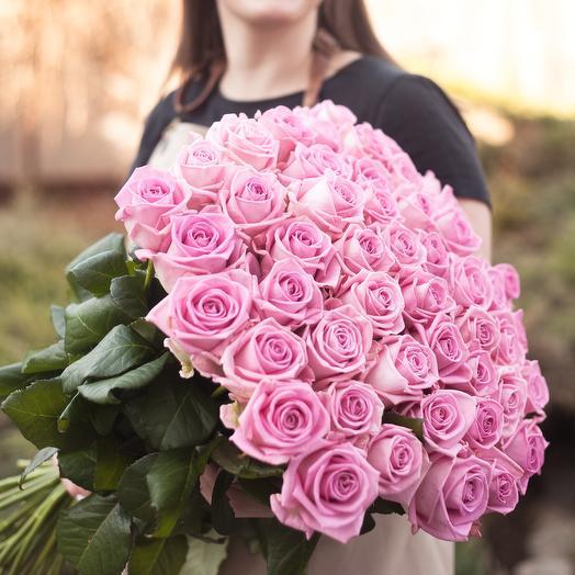 Букет из 51 розовой местной розы 60 см: букеты цветов на заказ Flowwow