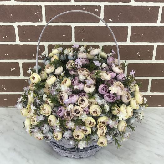 Корзина с искусственными цветами: букеты цветов на заказ Flowwow
