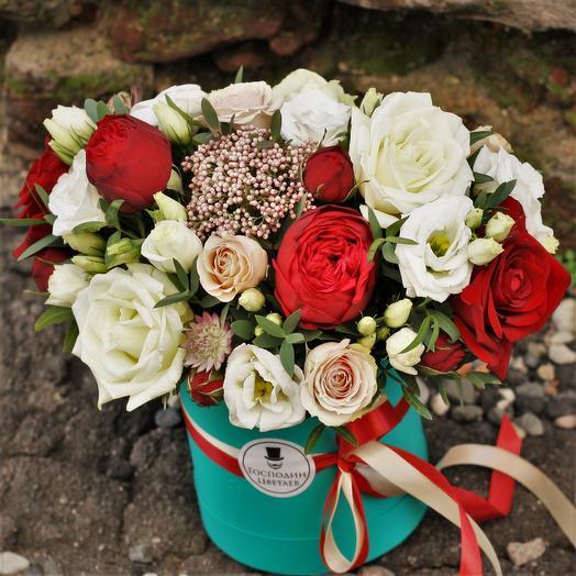 """С пионовидной """"Ред Пиано"""" в шляпной коробке: букеты цветов на заказ Flowwow"""