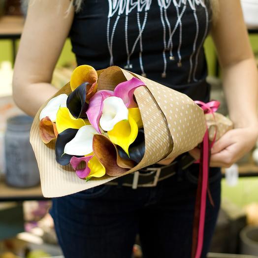 Букет из разноцветных калл (15 калл): букеты цветов на заказ Flowwow