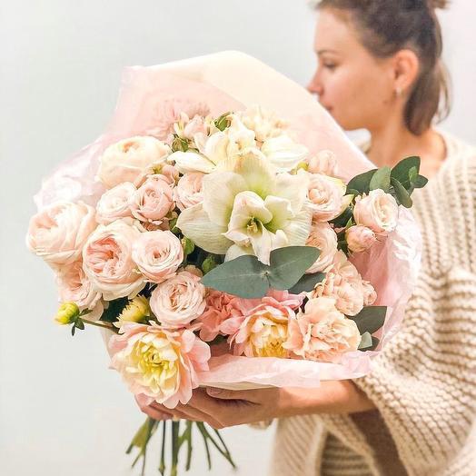 Букет, с пионовидными розами, амариллисом, георгинами, диантусами: букеты цветов на заказ Flowwow