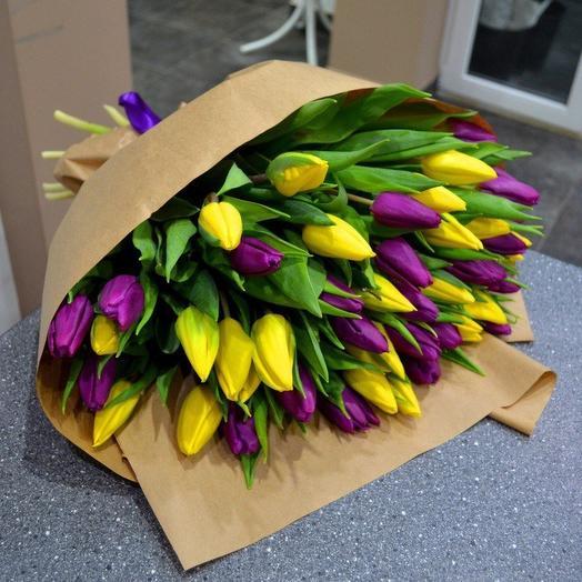 49 фиолетово-желтых тюльпанов