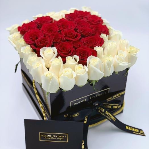 Гранде квадрат черная. 49 роз в форме сердца