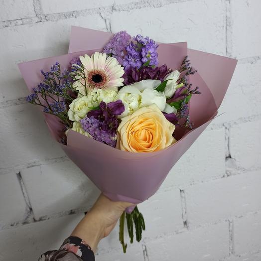 Нежный букет-комплимент с пионом, ароматной маттиолой и гермини: букеты цветов на заказ Flowwow