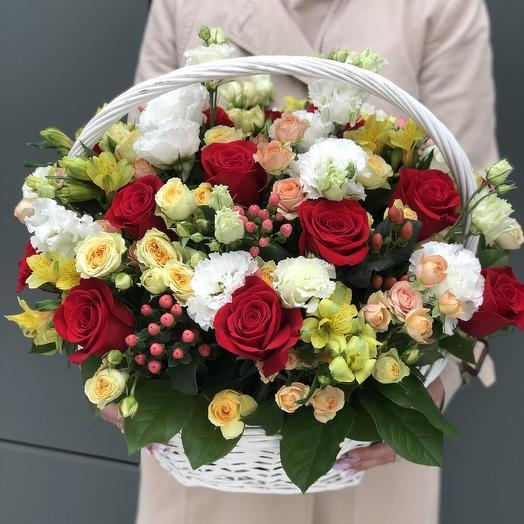 12 flower basket with red roses