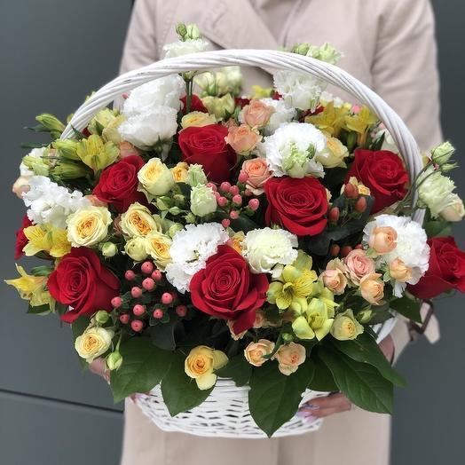 Корзина цветов 12 с красными розами