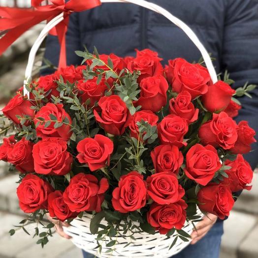 Корзина с цветами 51 голландская роза