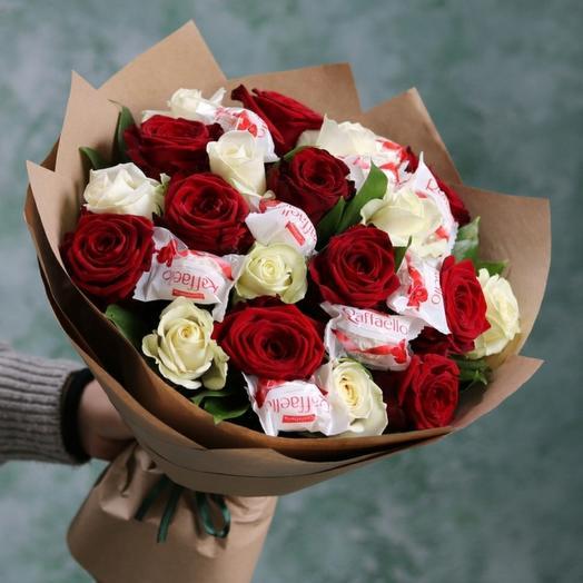 Букет из роз и рафаэло